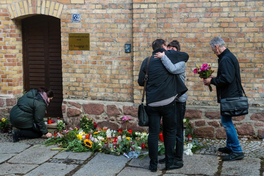 People+mourn+outside+the+synagogue+in+Halle%2C+Germany.