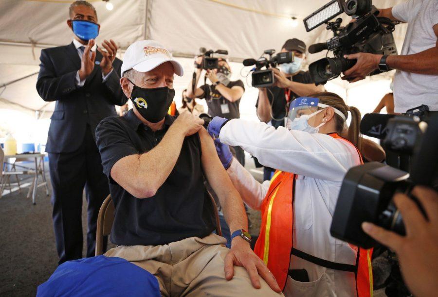 Austin Beutner receives his COVID vaccine